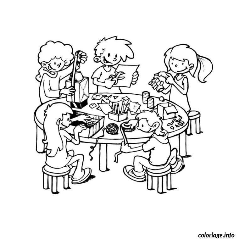 Coloriage groupe d enfants seance bricolage - Coloriage d un enfant ...