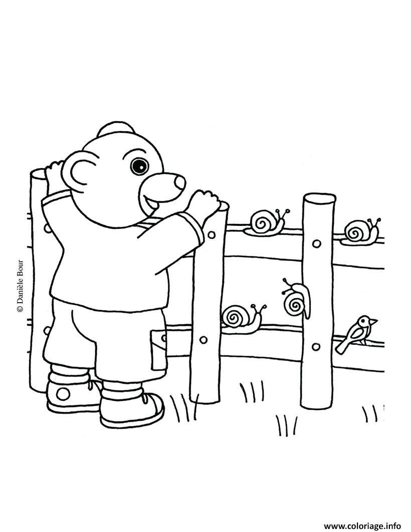 Dessin Petit Ours Brun avec des escargots Coloriage Gratuit à Imprimer