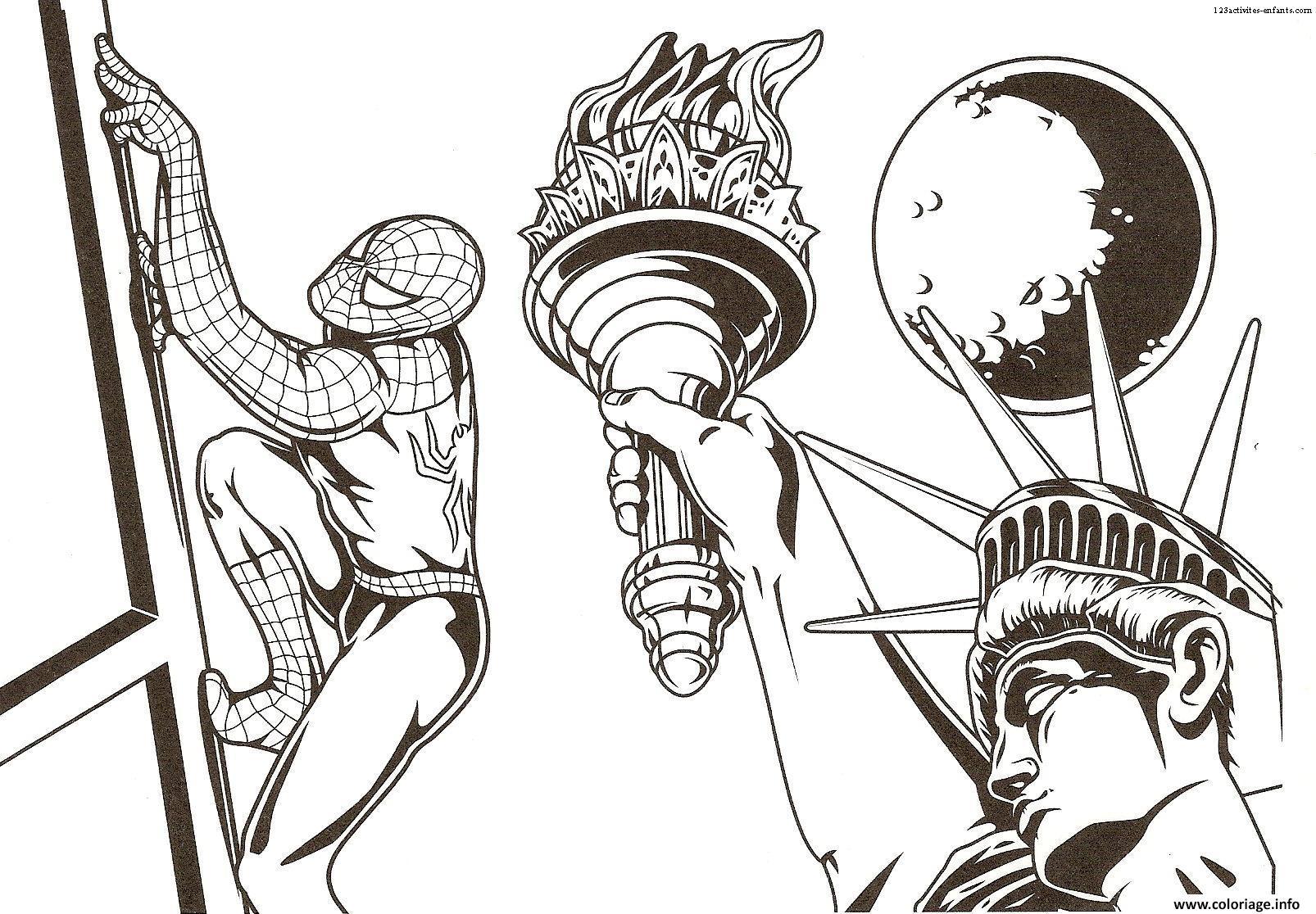 spiderman dans la ville de newyork avec la status de la liberte coloriage dessin