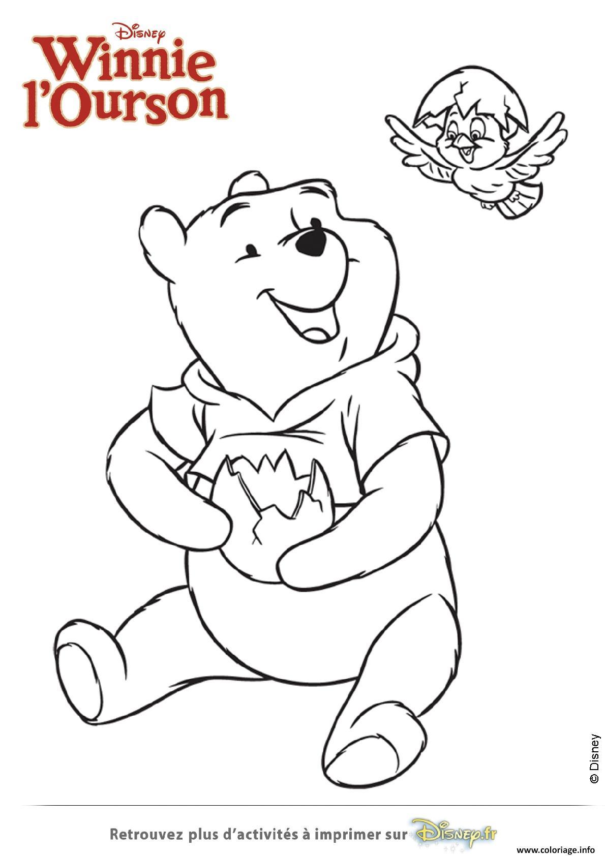 Coloriage winnie ourson et l oisillon tient un oeuf dessin - Winnie dessin ...