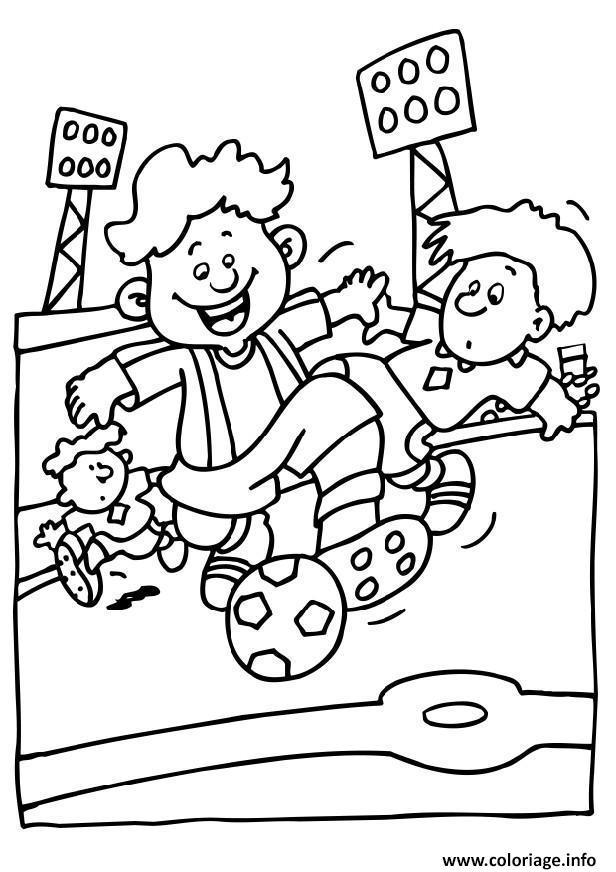 Coloriage Terrain De Foot A Imprimer.Coloriage Enfants Jouent Dans Un Terrain De Foot Dessin