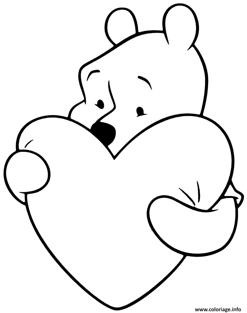 Dessin Winnie the Pooh avec un grand coeur Coloriage Gratuit à Imprimer