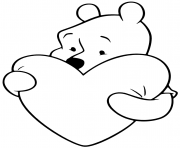 Winnie the Pooh avec un grand coeur dessin à colorier
