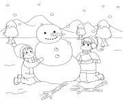 des enfants font un bonhomme de neige sous un paysage de neiges dessin à colorier