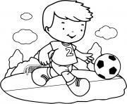 un garcon joue au foot son sport favoris dessin à colorier