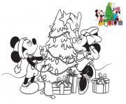 mickey mouse et minnie mouse prepare le sapin de noel dessin à colorier