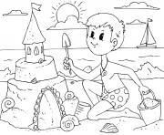 garcon fait un chateau de sable sur une plage dessin à colorier