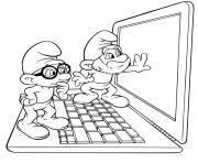 Schtroumpf et le Grand Schtroumpf devant un ordinateur laptop dessin à colorier
