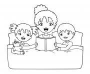 une mere et ses deux enfants lecture avant de dormir dessin à colorier