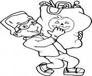 enfant avec un costume de Frankenstein recolte un grand sac de friandise pour halloween dessin à colorier